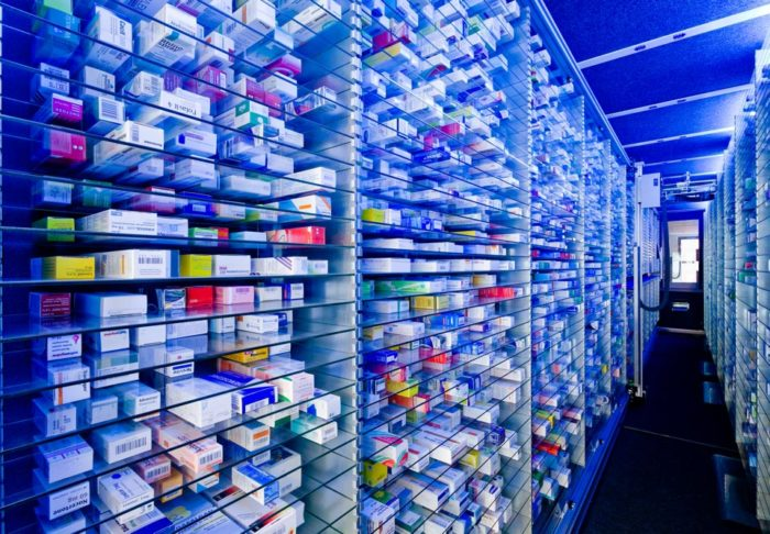 Enjoy an optimal use of space as a pharmacists by installing a storage robot