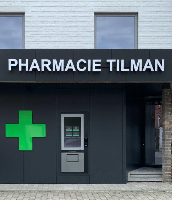 Installieren Sie einen Wandspender und lassen Sie Ihre Patienten über diesen Apothekenautomaten ein revolutionäres Kundenerlebnis genießen