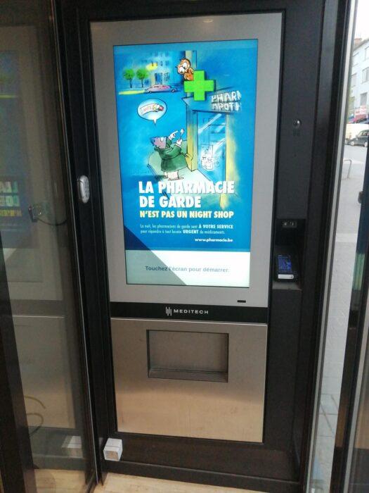 Pharmacy N'osseveld automatic wall dispenser